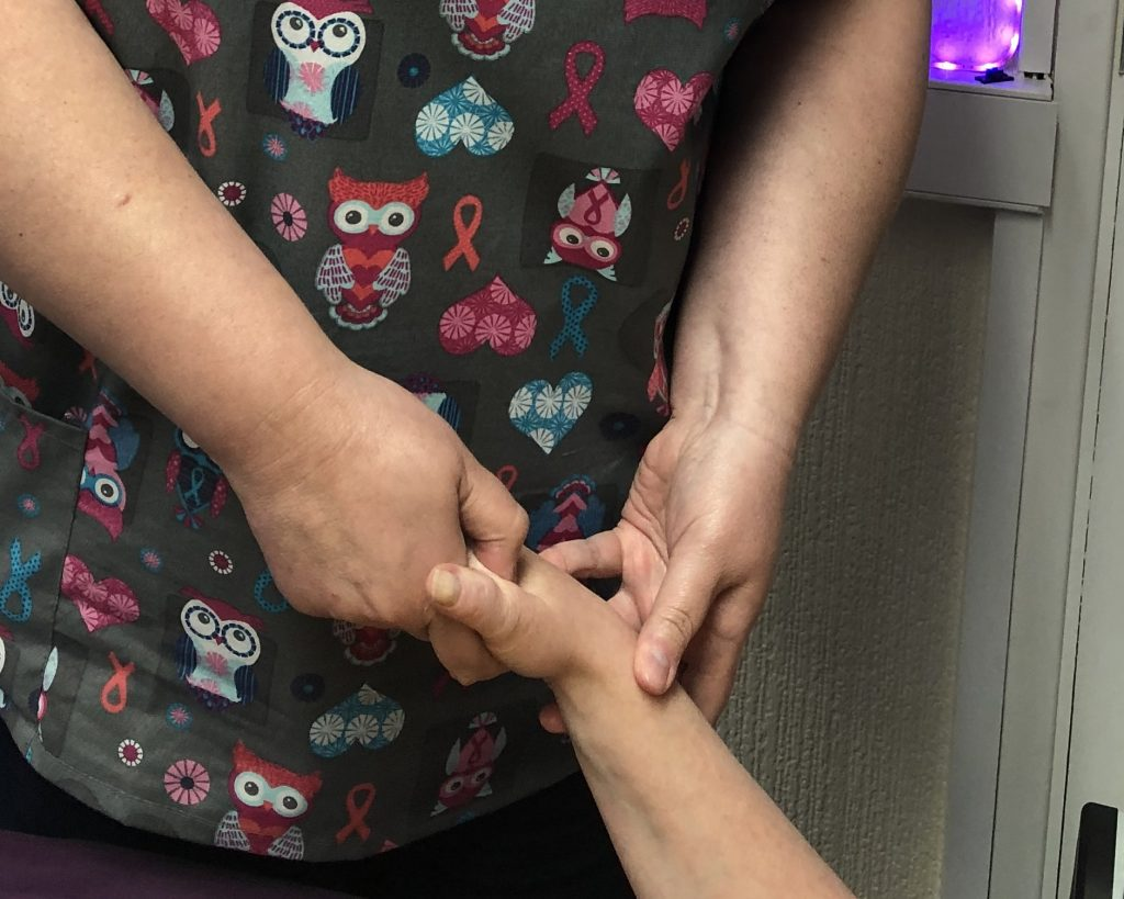 finger acupressure